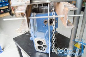 компрессор-Bock-HGX34e_380-4-зафиксированный-на-прессе