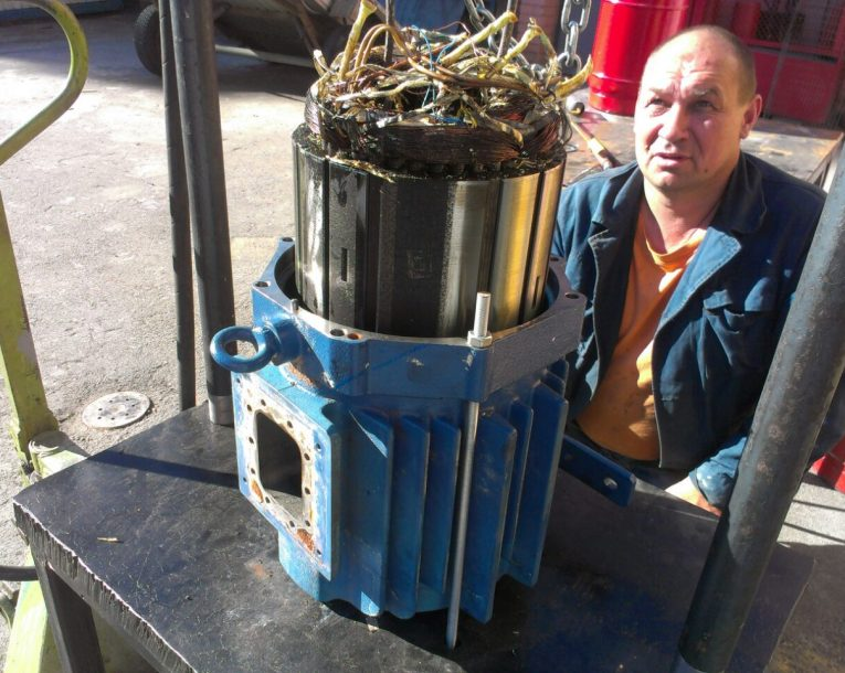 выпрессовка статора двигателя компрессора Bock перед перемоткой