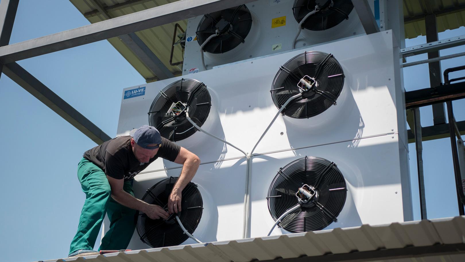 воздушные конденсаторы LU-VE для холодильной камеры